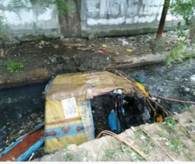 Noida: Auto skids off in drain with 8 passengers