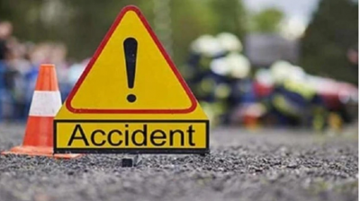 Heavy road accident in Andhra Pradesh, 4 people of the same family died due to fire in the car