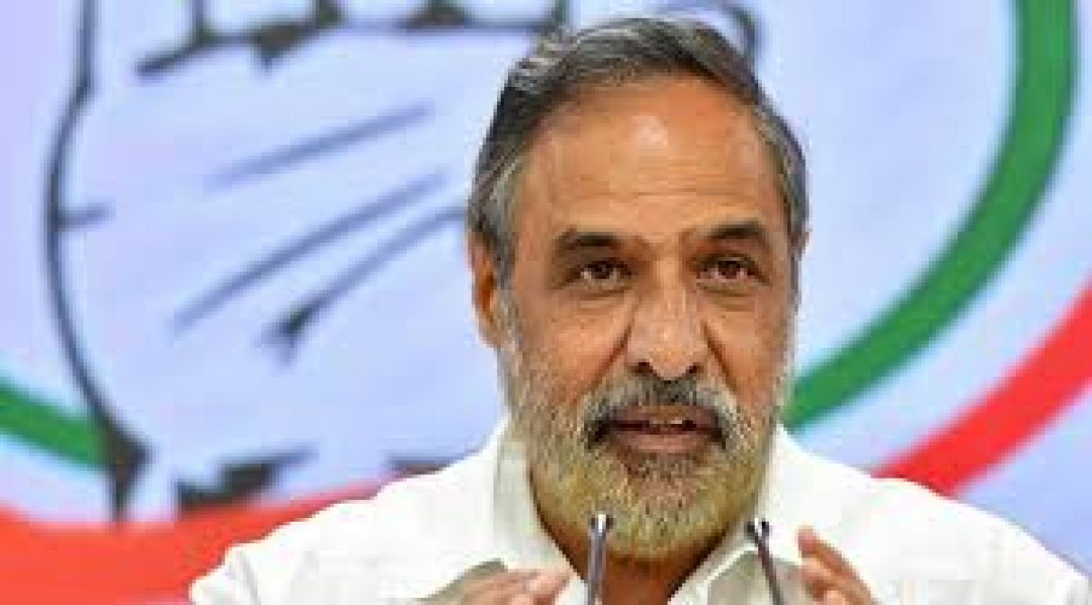 Congress attacks Finance Minister, says 'she had no idea of the real crisis'