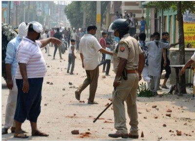 Two factions engaged in dust-up for Rs3000 pelted stones, many injured