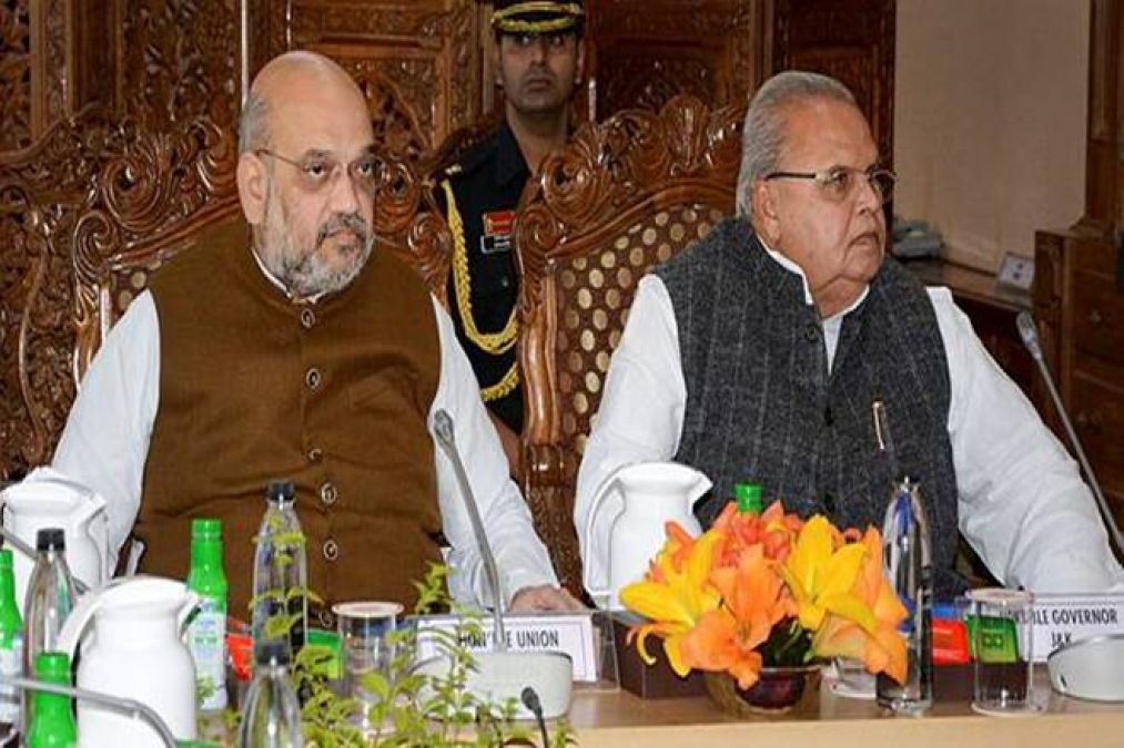 Home Minister reviews the situation in Jammu and Kashmir with senior officials