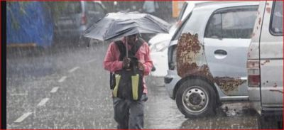 Mumbai is in the midst of heavy rain today, schools declare holiday