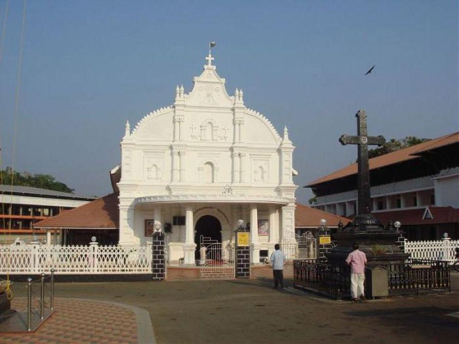 केरल में चर्च के दो गुटों में हिंसक झड़प, तीन पुलिसकर्मी समेत 11 घायल