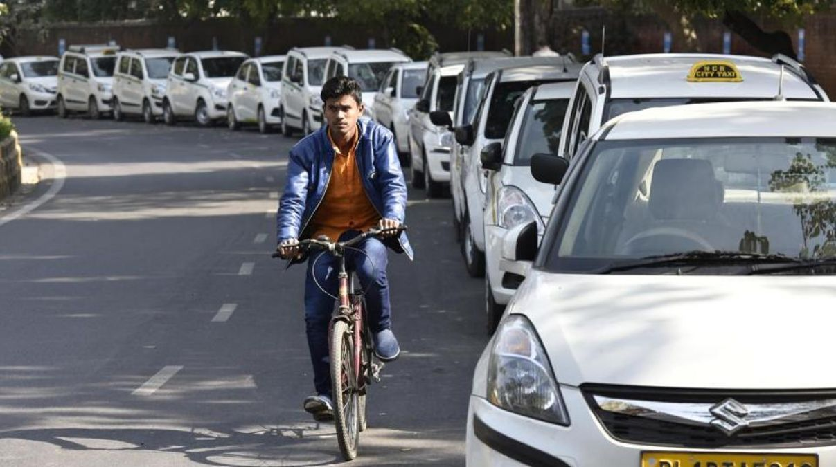 दिल्ली के कैब ड्राइवर अपनी गाड़ी में रख रहे 'कंडोम', जानिए क्या है इसके पीछे का मकसद