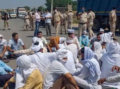 'Bharat Bandh' hit in Bihar, block roads