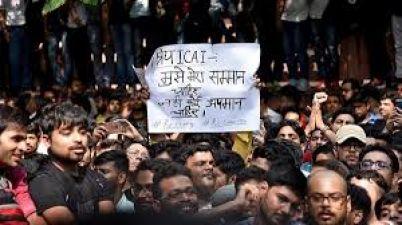 सीए छात्रों के समर्थऩ में उतरे राहुल गांधी, सभी दलों से की यह अपील
