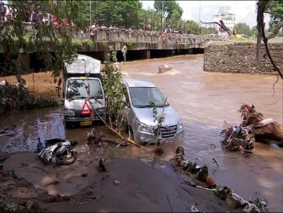 पुणे में बाढ़ से हाहाकार, अब तक 17 लोगों की मौत, स्कूल-कॉलेज के साथ तहसीलों में भी अवकाश