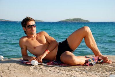 Sunbathing 'boosts men's sex drives'