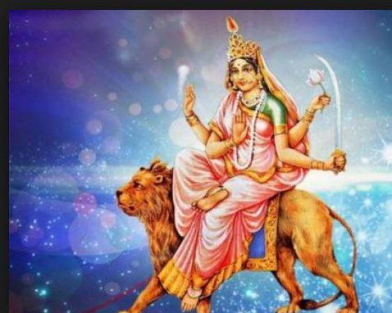 आज है नवरात्रि का छठा दिन, करें मां कात्यायनी की पूजा