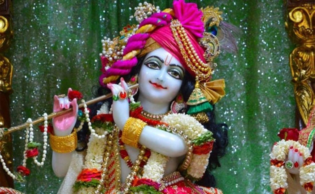 Janmashtami is being celebrated on 23rd and 24th August; worship like this to remain rich!
