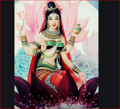 Goddess Lakshmi gives these 2 signs before coming to your home
