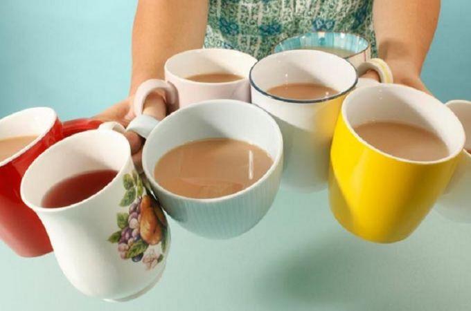 जिस व्यक्ति के घर दिख जाए चाय के ऐसे कप तो समझ लें की वह..
