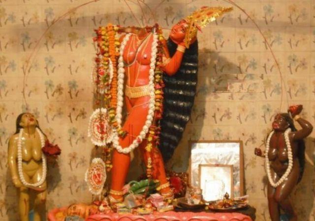 इस मंदिर में विराजमान है कटे सिर वाली माँ
