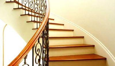 घर की सीढ़ियां आपके लिए शुभ है या अशुभ ऐसे पहचानें