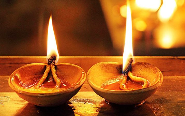 शनिवार को लगाये सरसों के तेल का दीपक | NewsTrack Hindi 1