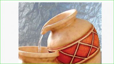 If you keep earthen pot kept in this direction of the house all your problem will be solved