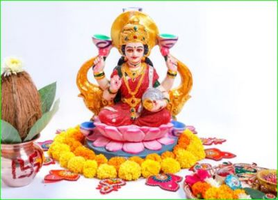 Make Mother Lakshmi happy with this aarti on Sharad Purnima