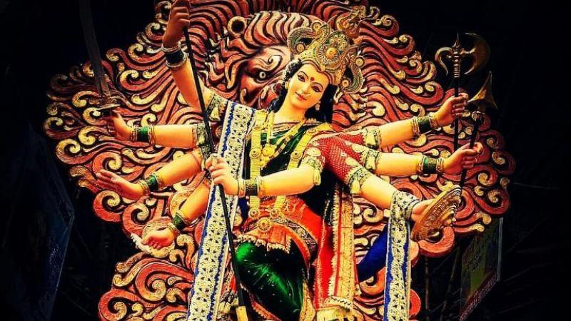 नवरात्रि में घर के बाहर लटका दें यह चीज़, हो जाएंगे मालामाल