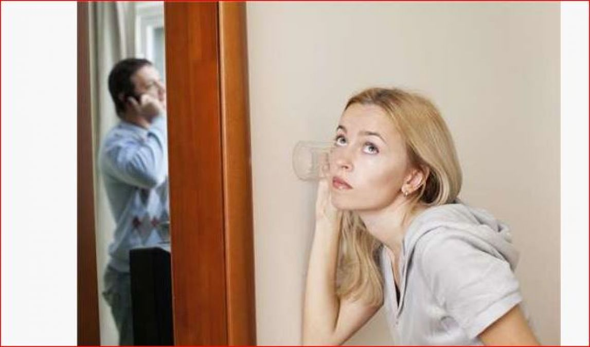 अपने पति की जासूसी करने में सबसे आगे रहती हैं इस राशि की बीवियां