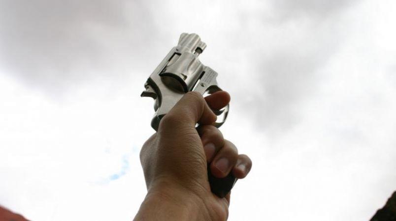 बाइक सवार बदमाशों ने युवक को गोली मार, 18 लाख रुपये किये पार