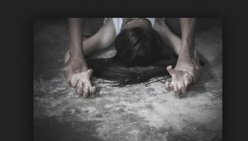 पिस्तौल के दम पर भागवताचार्य ने किया महिला का रेप