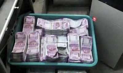 UP: 25 lakh cash seized from car, suspected of being used in Panchayat elections