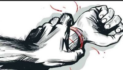 3 young men gang-raped the wife after tying the husband by saree!