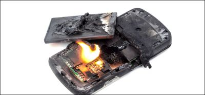 Smartphone battery explodes in the hands of a minor boy