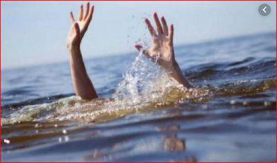 गंगा स्नान करने गई माँ-बेटी, डूब गई