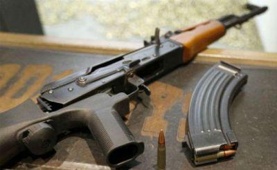 बिहार: दो एके 47 राइफल लहराते युवक के विडीयो वायरल, पुलिस जांच में जुटी