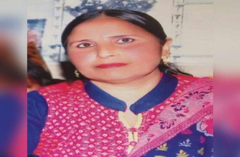 घर से उधारी का पैसा लेने निकली सपा नेता की पत्नी की हत्या, बोरे में मिली लाश..