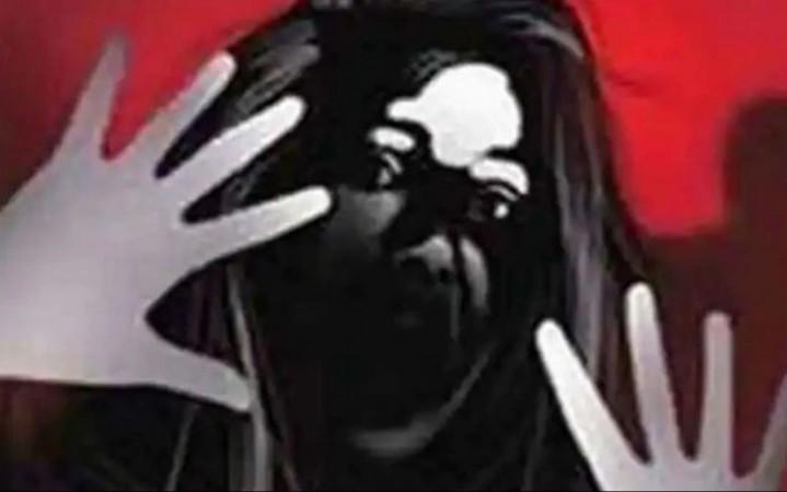 नोट्स देने के बहाने नाबालिग छात्रा को बुलाकर टीचर ने किया दुष्कर्म, हुआ गिरफ्तार