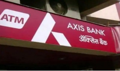 Miscreants looted 4 lakh rupees from AXIS bank branch in Bihar
