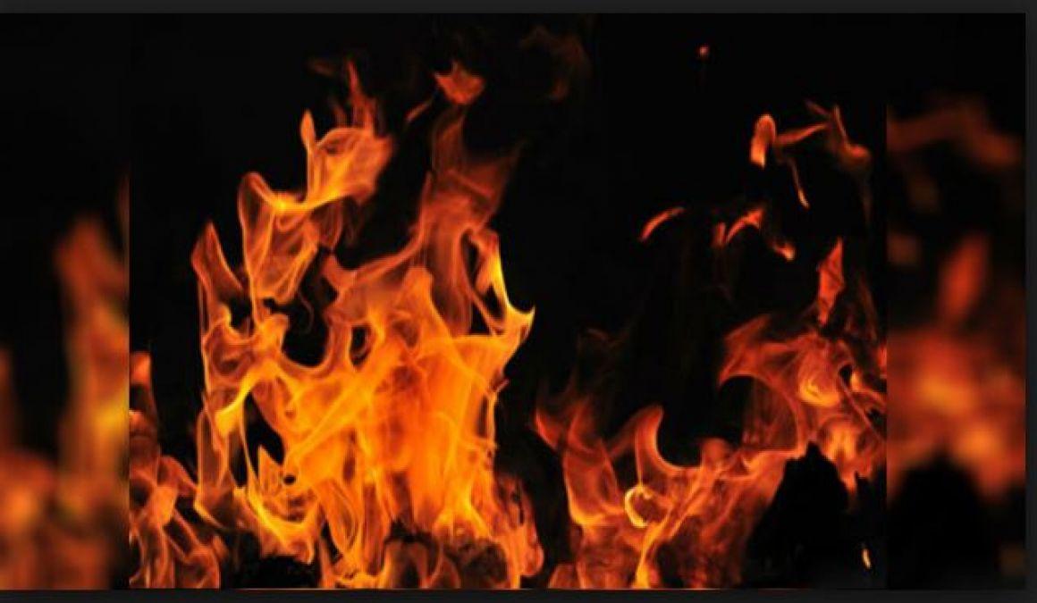 The newly-married self-imposed kerosene oil and burn