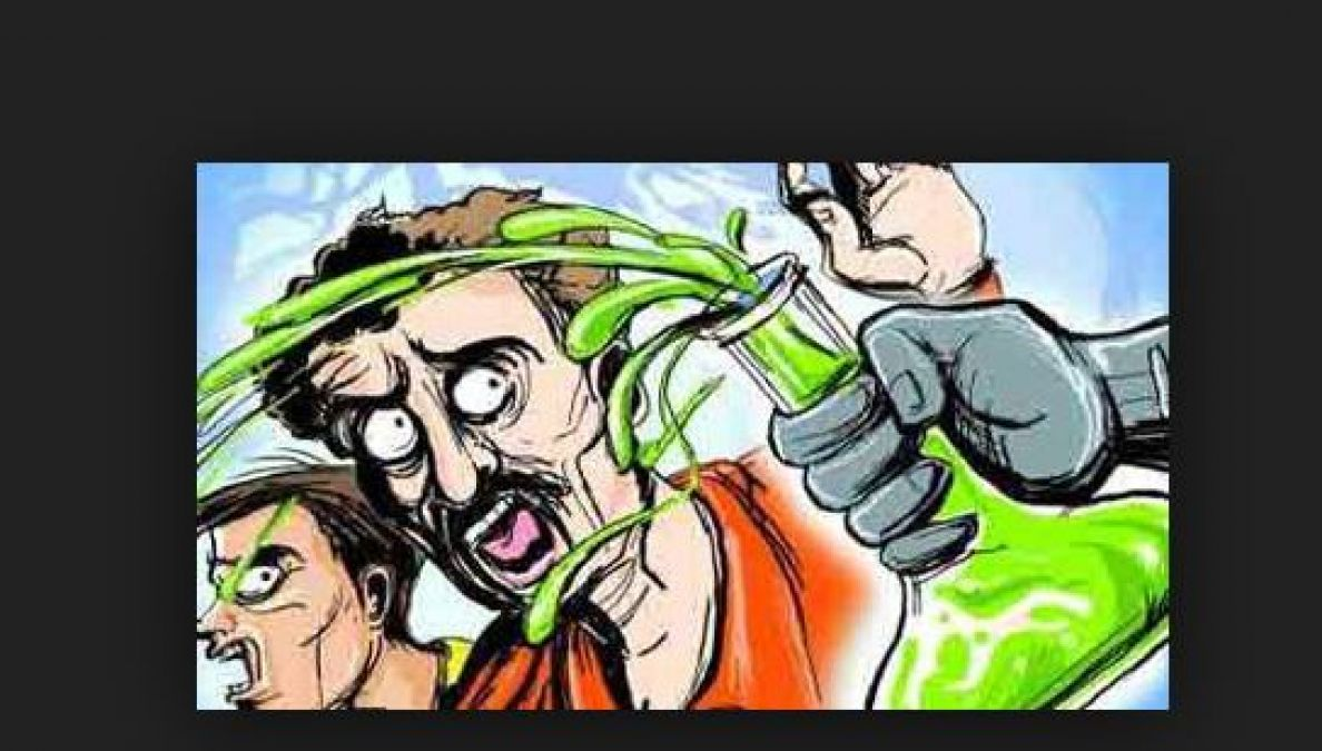 Delhi girl throws acid on the boyfriend's face for refusing marriage proposal