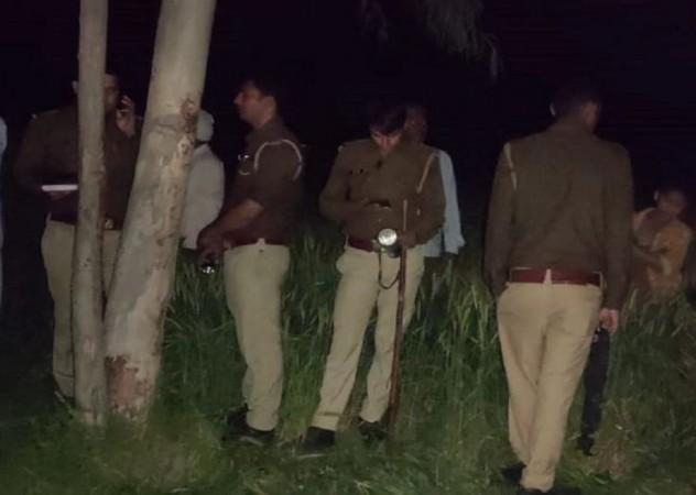अलीगढ़ में नाबालिग की हत्या से बवाल, गुस्साए ग्रामीणों ने पुलिस पर किया पथराव