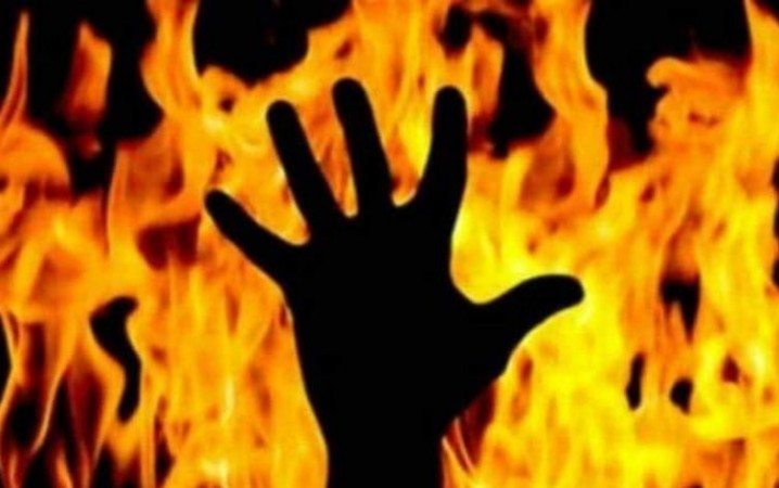 West Bengal: Father burned to death alive by daughter know why | NewsTrack English 1