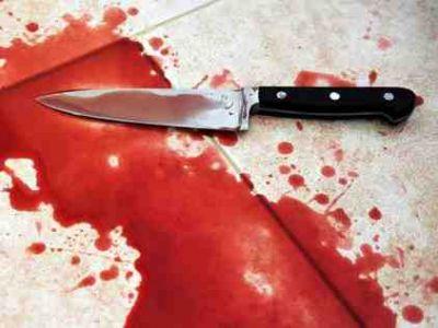 कर्ज से परेशान शख्स ने पत्नी और बच्चों पर किया जानलेवा हमला