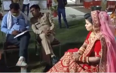 Bride was prostrating in beauty parlor, suddenly groom's message came and wedding broken