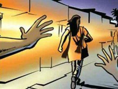 उत्तर प्रदेश: छात्रा से छेड़छाड़ करने पर शिक्षक को छात्रों ने पीटा
