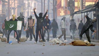 कश्मीर मुद्दे को लेकर सोशल मीडिया पर आपत्तिजनक पोस्ट, AMU की प्रोफेसर पर केस दर्ज