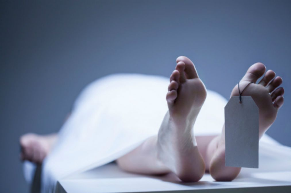 Couple ate poison;  young man died and girl is serious