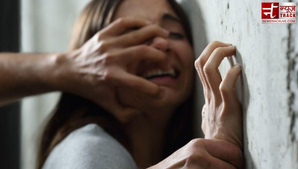 The middle-aged girl rapes girl on the pretext of choclate