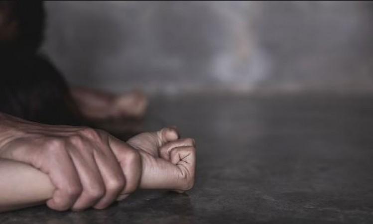 चाचा ने लूटी भतीजी की अस्मत, जेवरात भी लूट कर ले गया आरोपी