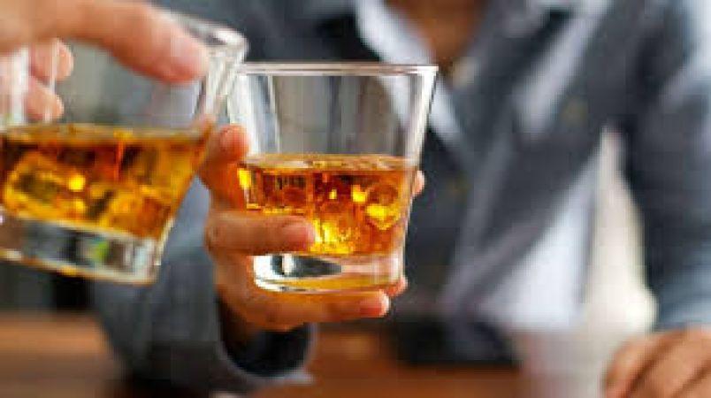 शादी के बाद ससुर और जेठ ने दुल्हन को पिलाई शराब और...