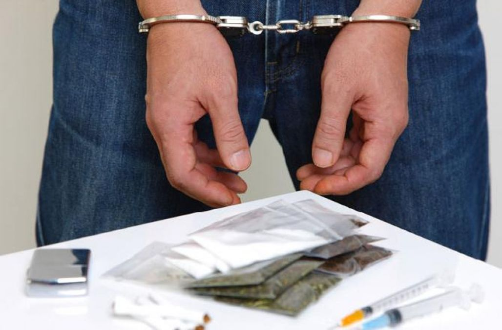 पुलिस ने एक किलो हेरोइन के साथ तस्कर को दबोचा