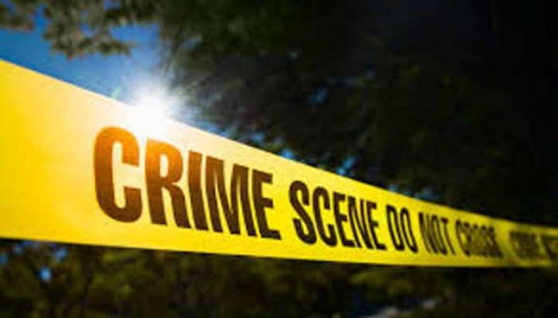 आंगन में सो रहे वृद्ध की चाकू घोंपकर की हत्या
