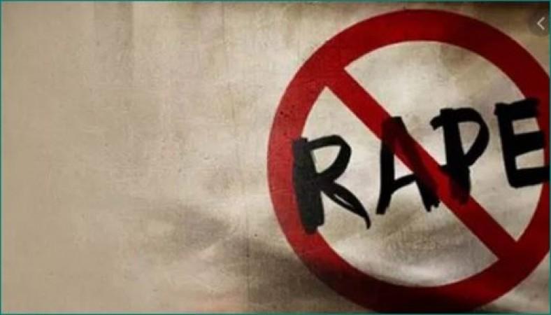 लिफ्ट देने के बहाने 80 वर्षीय महिला से सामूहिक बलात्कार