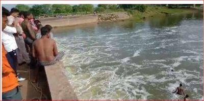 TikTok ने फिर ले ली युवक की जान, नदी में गिरे लेकिन अब तक नहीं मिला कोई सुराग