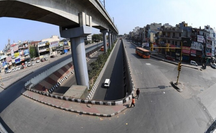 दिल्ली लॉकडाउन में मनमर्जी करते नजर आए लोग, नियमों को तोड़ने पर इतने मामले हुए दर्ज